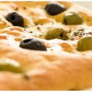 Highlight für laue Sommernächte: Olivenfocaccia
