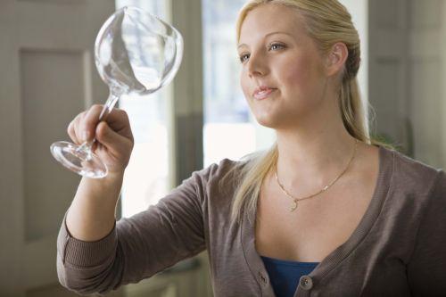 So werden milchige Gläser wieder glasklar