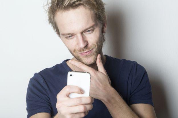 Kurze haare frau unsexy selfie