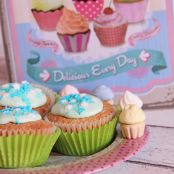 Vanille Cupcakes mit Buttermilch-Waldmeister Topping