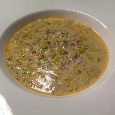 Lauch-Hackfleisch-Suppe