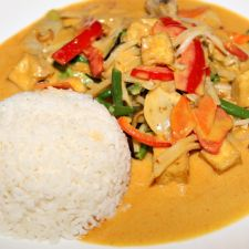 Rotes Thai Curry mit Huhn