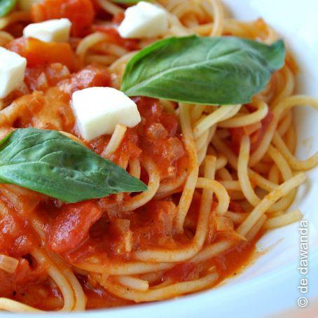 spaghetti mit tomate mozzarella so e la carina 4 1 5. Black Bedroom Furniture Sets. Home Design Ideas