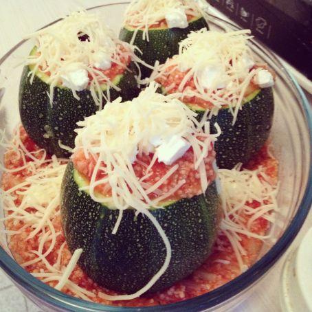 runde zucchini mit couscous tomaten f llung 3 8 5. Black Bedroom Furniture Sets. Home Design Ideas
