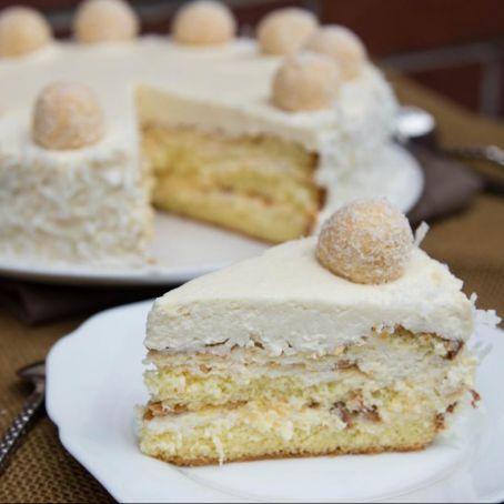 Sahnige Raffaello Torte Mit Gehackten Mandeln Eiswaffeln Und Zarten